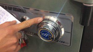 Cách mở két sắt khóa cơ đổi mã